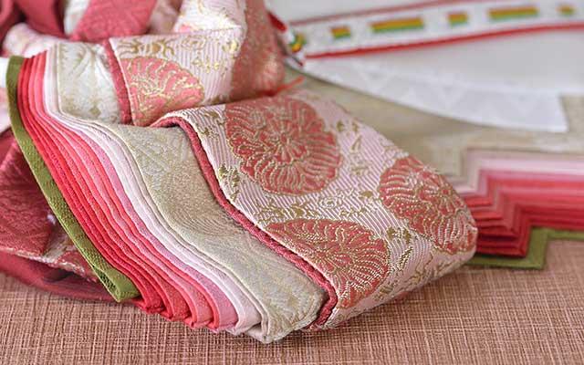 縦糸、緯糸ともにシルクを織込みワンランク上の質感が味わえます